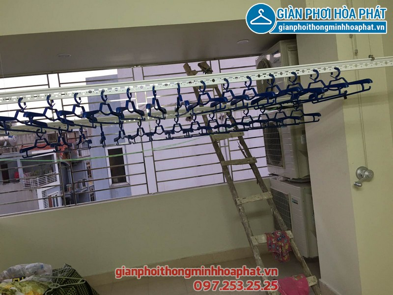 Cận cảnh kỹ thuật lắp đặt giàn phơi thông minh nhà chị Trang, số 637B Quang Trung