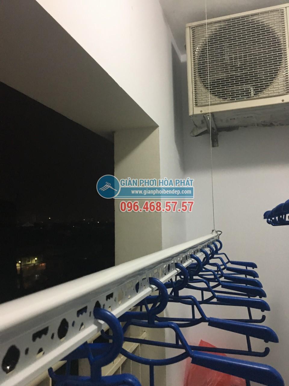 Lắp giàn phơi thông minh ở ban công chung cư có cục nóng điều hòa - 01