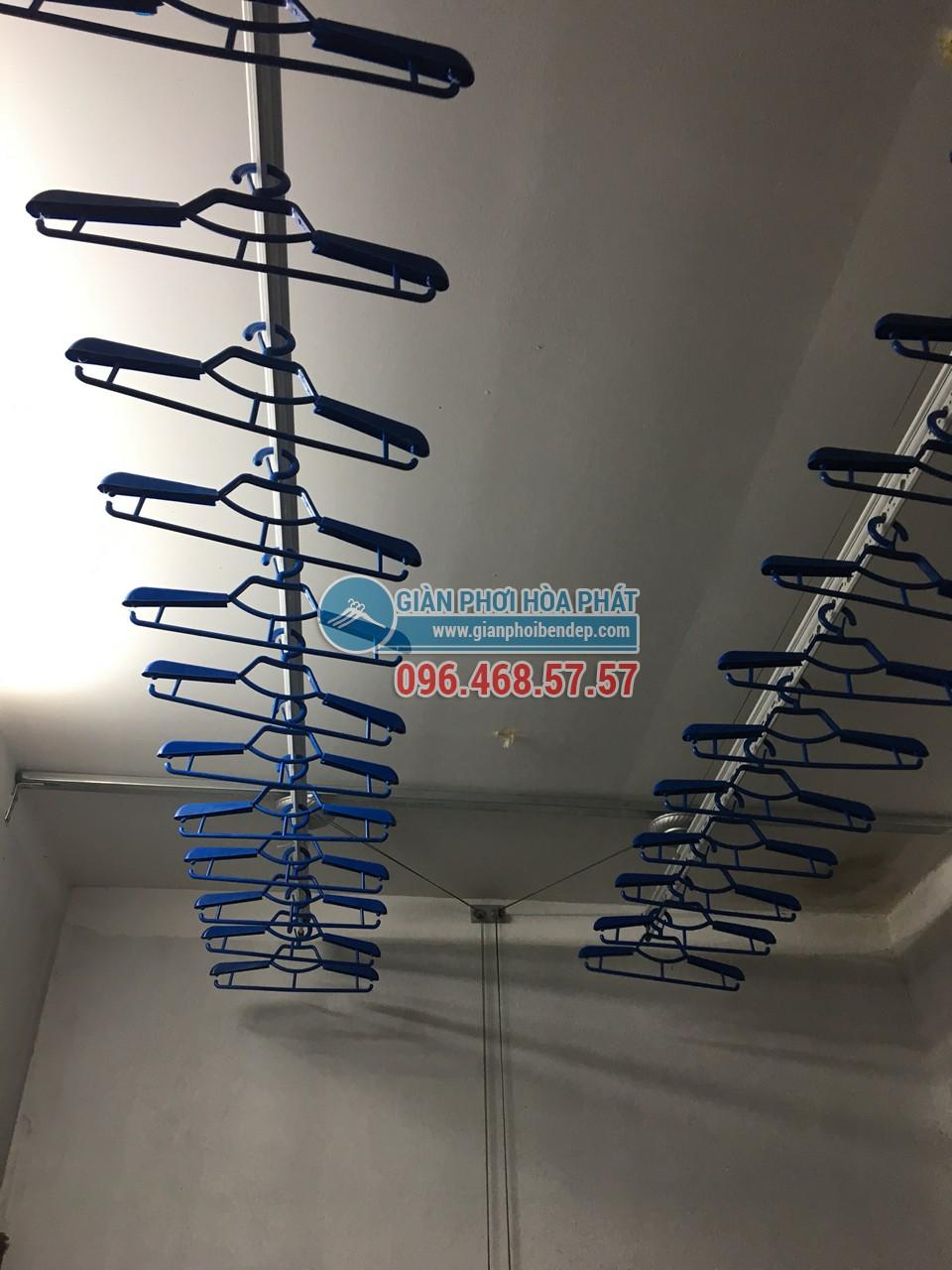 Hoàn thiện lắp đặt giàn phơi thông minh nhà cô Hoa, ngõ 238 Âu Cơ - 04