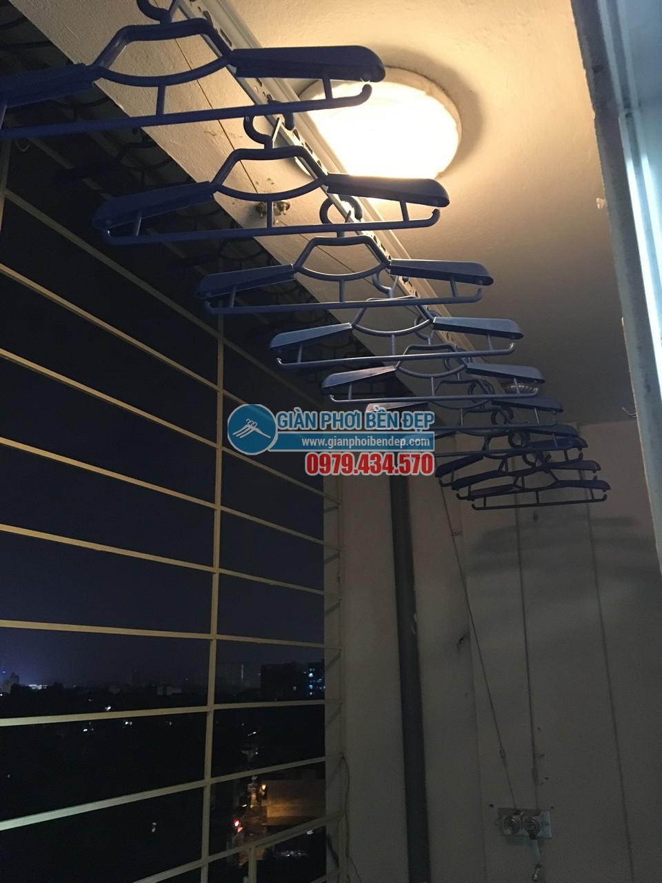 Hoàn thiện lắp đặt giàn phơi thông minh nhà cô Liên, chung cư CT5 Định Công