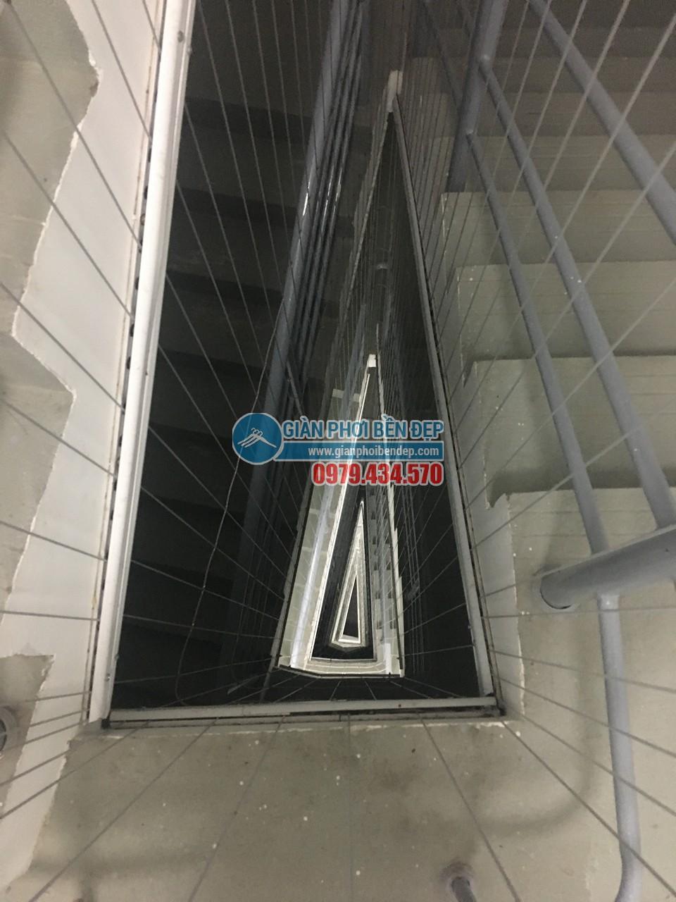 Hoàn thiện lắp đặt lưới an toàn cho cầu thang bộ tòa CT8A Dương Nội, Hà Đông - 05