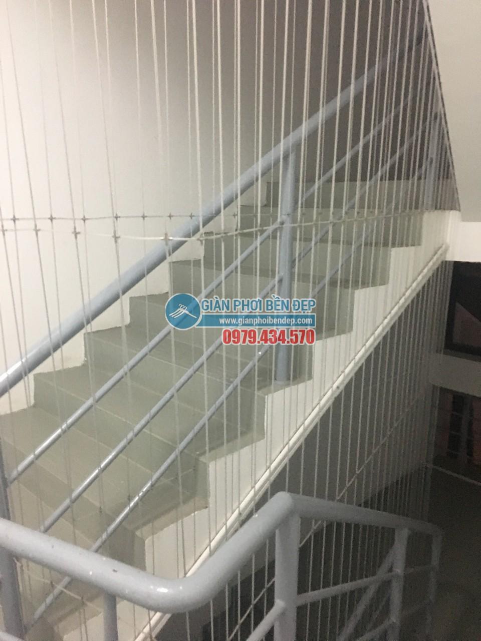 Hoàn thiện lắp đặt lưới an toàn cho cầu thang bộ tòa CT8A Dương Nội, Hà Đông - 01
