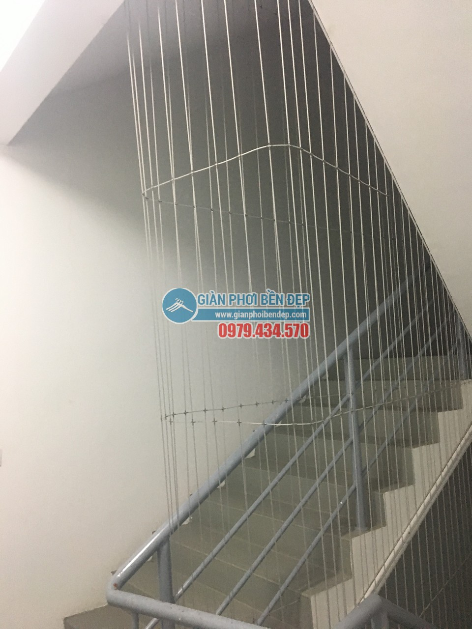Hoàn thiện lắp đặt lưới an toàn cho cầu thang bộ tòa CT8A Dương Nội, Hà Đông - 04