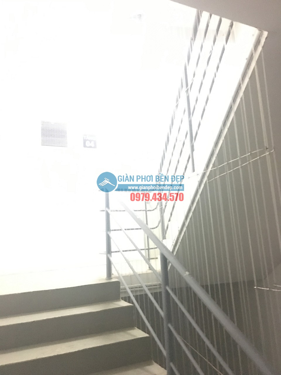 Hoàn thiện lắp đặt lưới an toàn cho cầu thang bộ tòa CT8A Dương Nội, Hà Đông