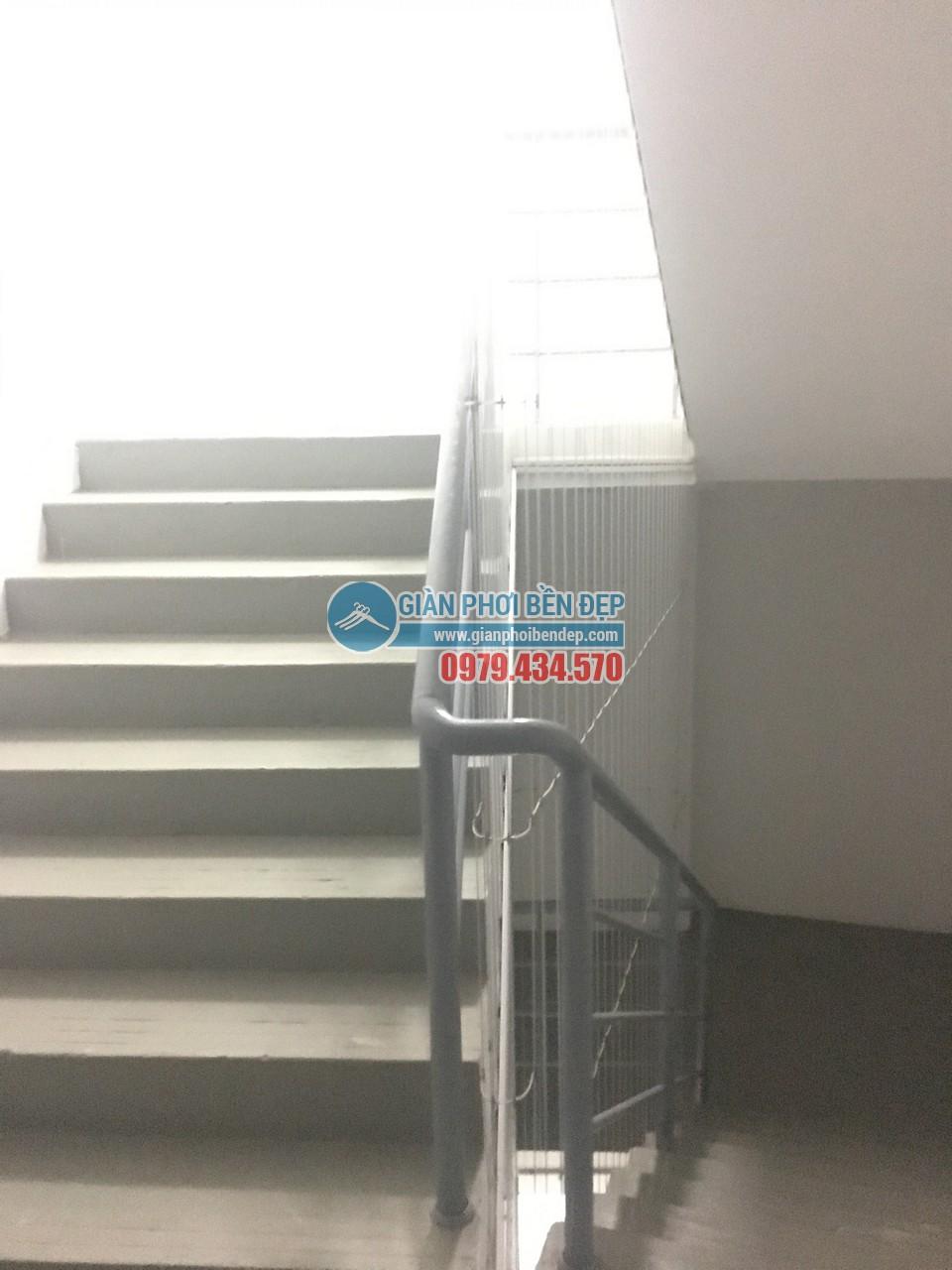 Hoàn thiện lắp đặt lưới an toàn cho cầu thang bộ tòa CT8A Dương Nội, Hà Đông - 02