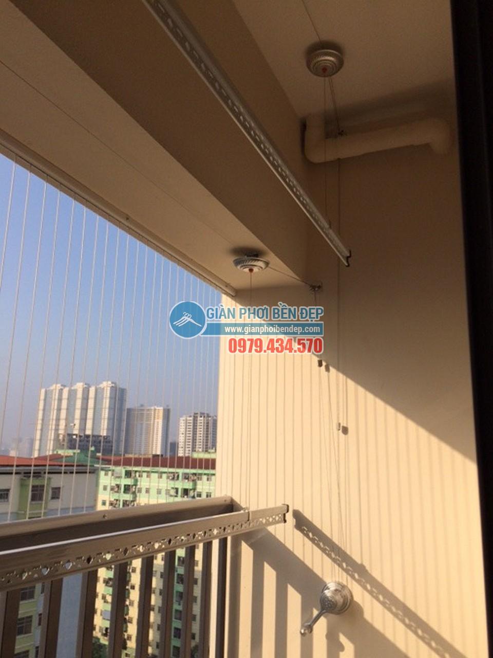 Hoàn thiện lắp giàn phơi thông minh tại ban công giật cấp nhà cô Hảo, tòa Rice City - 01