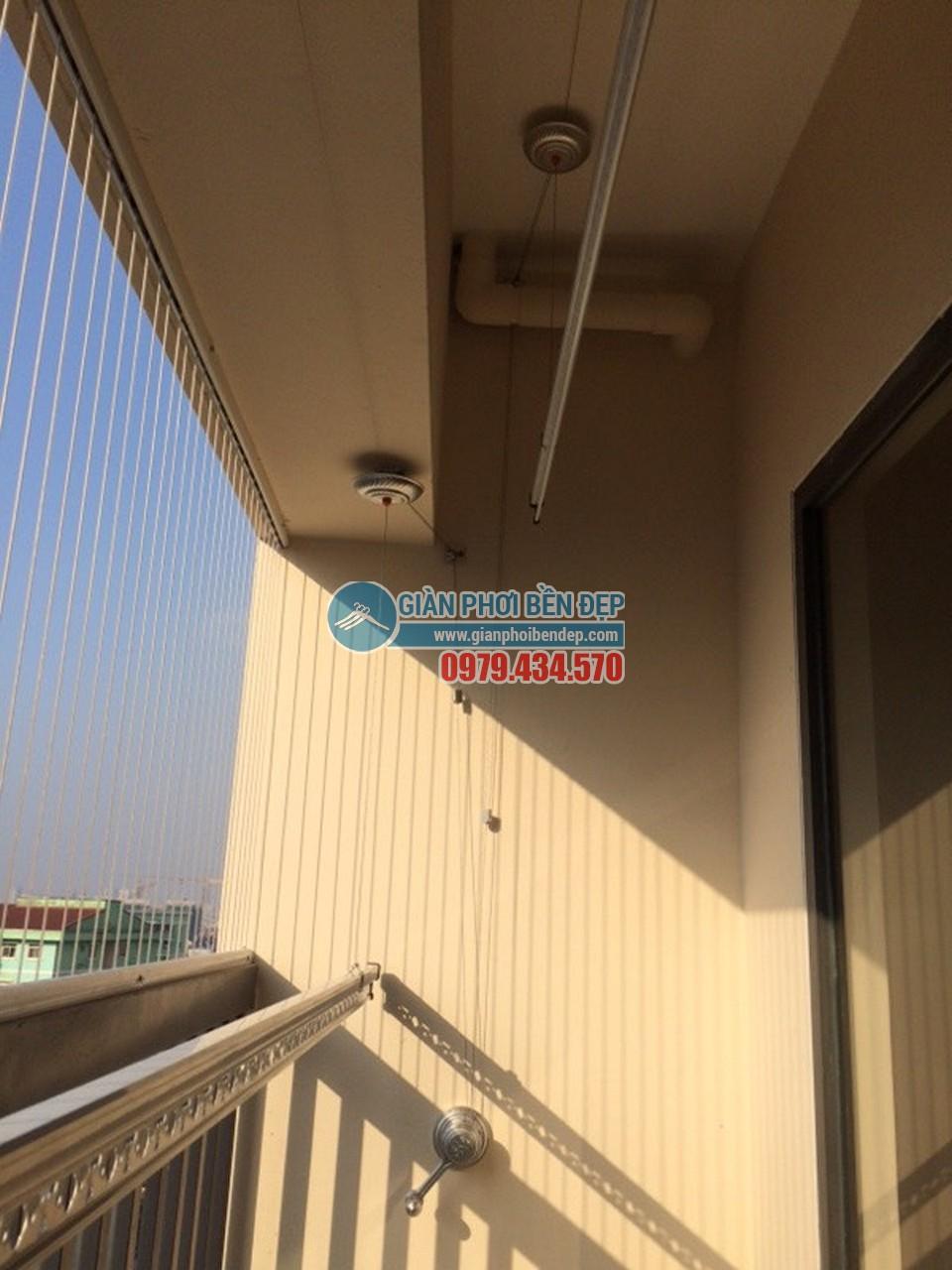 Hoàn thiện lắp giàn phơi thông minh tại ban công giật cấp nhà cô Hảo, tòa Rice City - 06