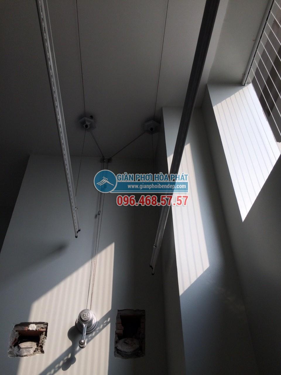 Lắp đặt giàn phơi thông minh cho ban công chung cư nhà chị Hà, tòa Linh Đàm HH2 - 04