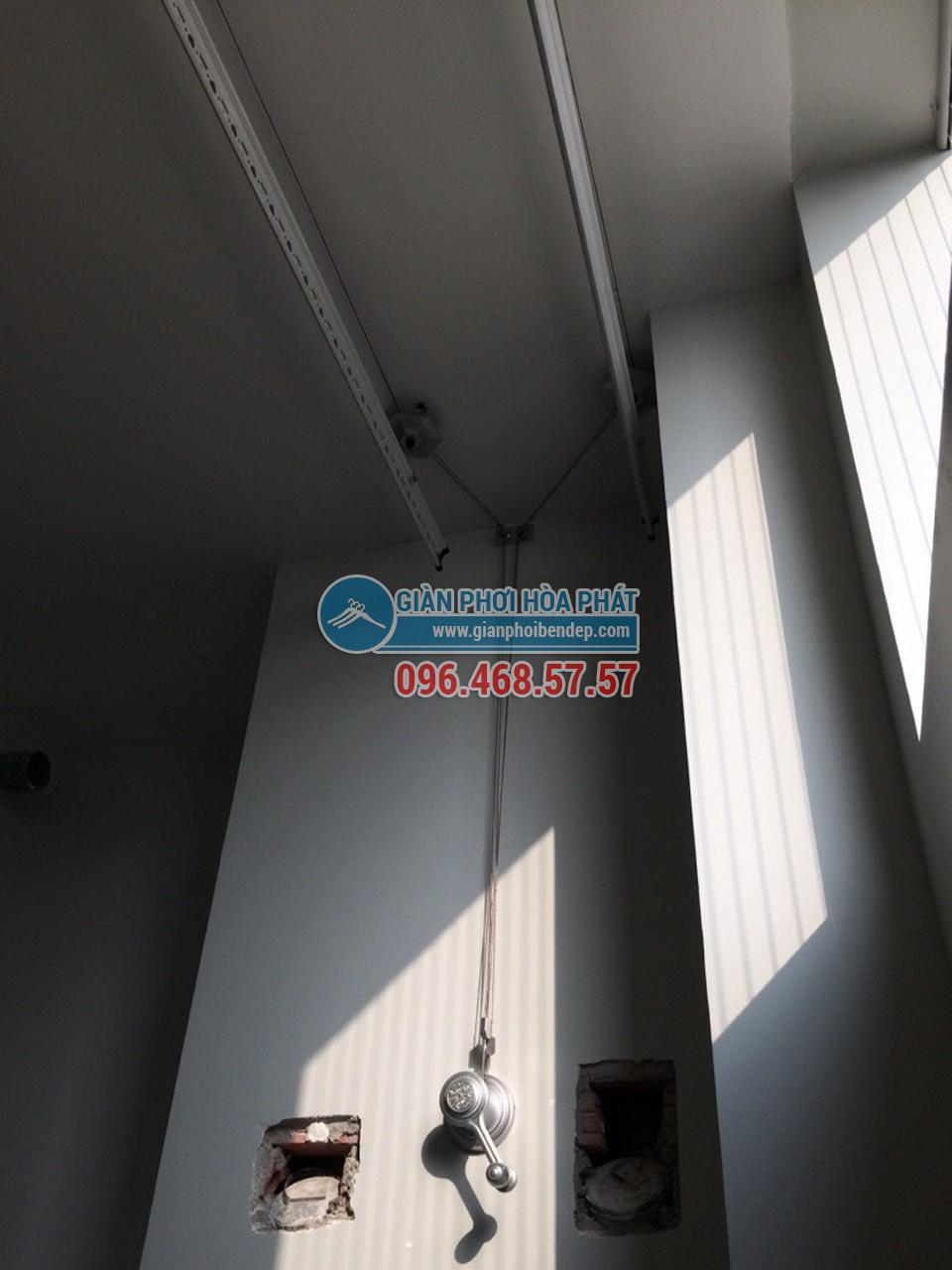 Lắp đặt giàn phơi thông minh cho ban công chung cư nhà chị Hà, tòa Linh Đàm HH2 - 06