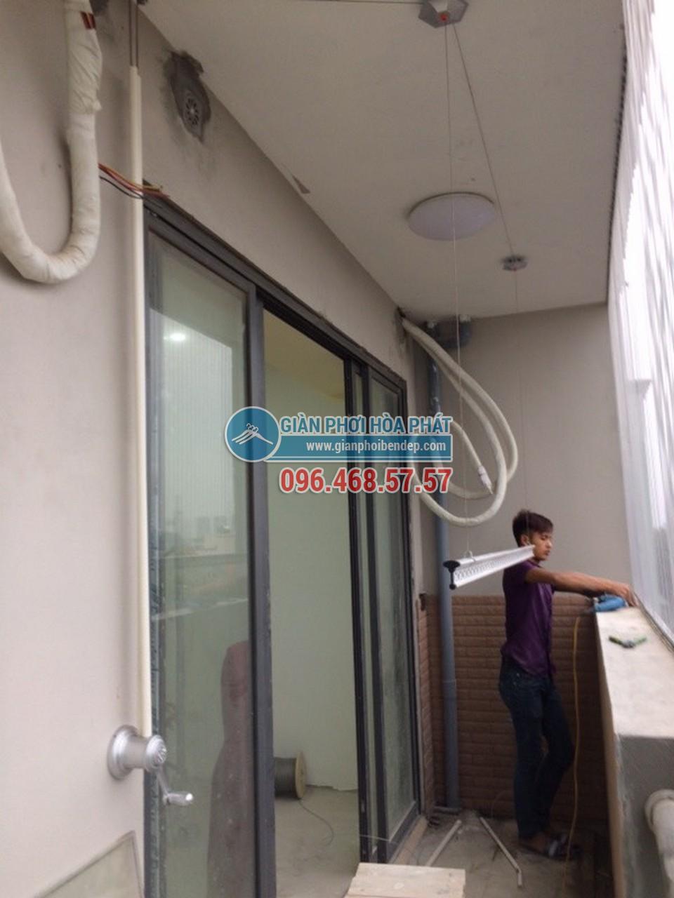 Lắp đặt giàn phơi thông minh cho ban công dài hẹp nhà anh Nam, tòa HH4 Linh Đàm - 03