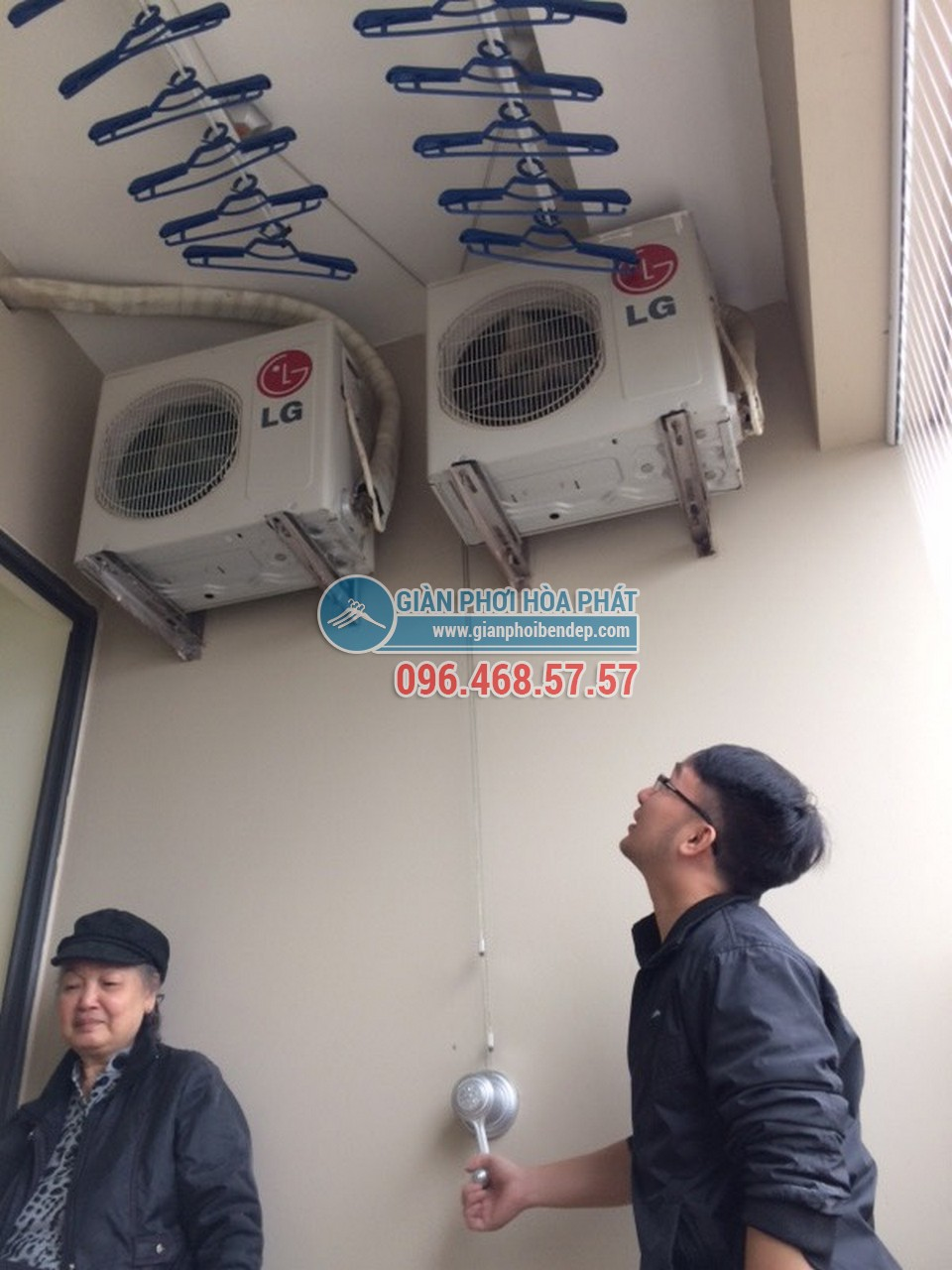 Lắp giàn phơi thông minh tại ban công có cục nóng điều hòa nhà bác Mai - 04