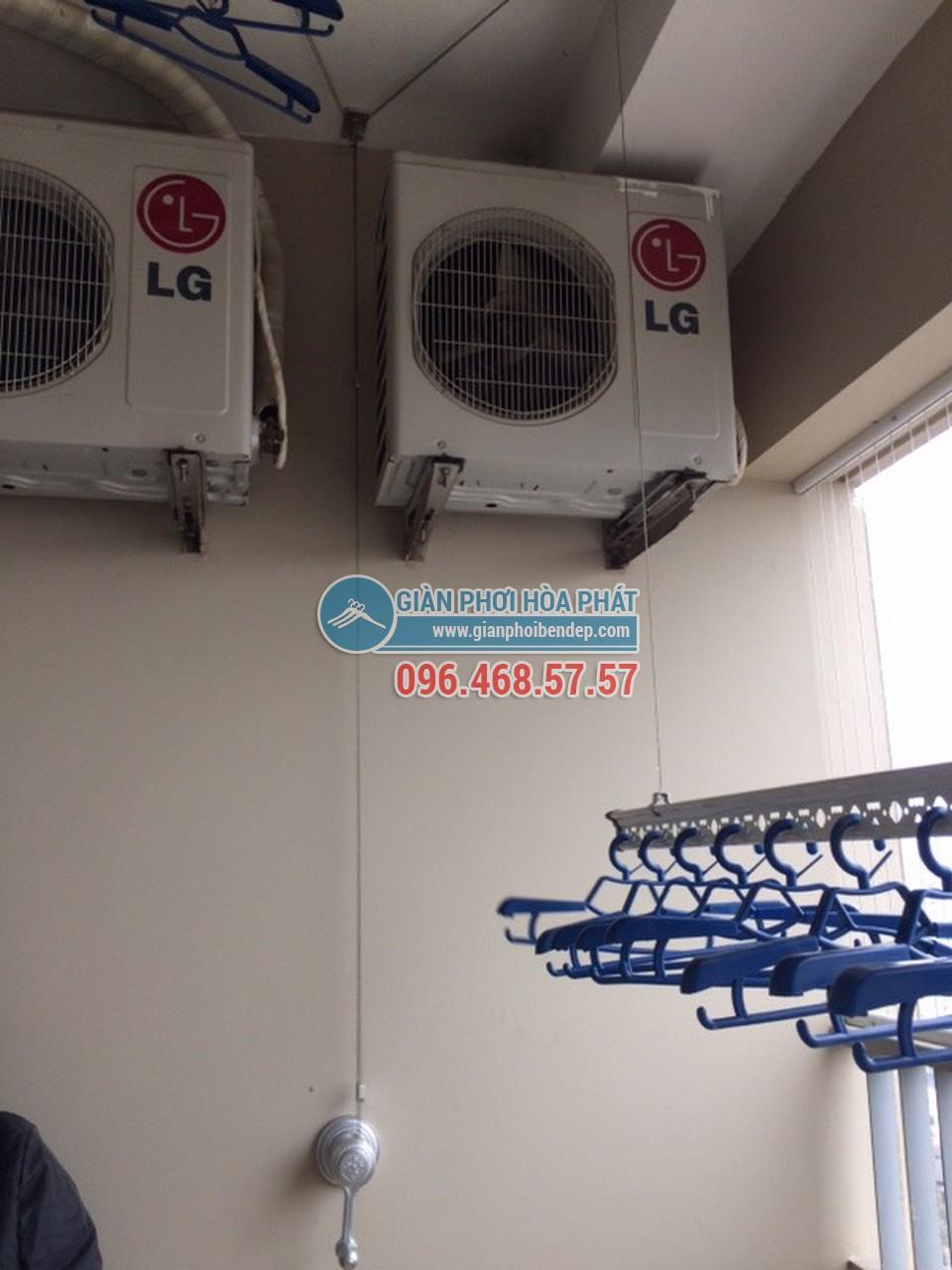 Lắp giàn phơi thông minh tại ban công có cục nóng điều hòa nhà bác Mai - 02