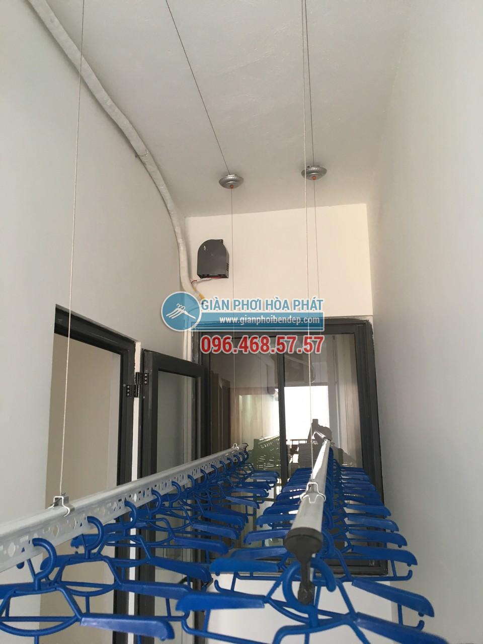 Lô gia dài hẹp thêm tiện ích nhờ lắp đặt giàn phơi thông minh nhà chị Hòa, Golden West - 07