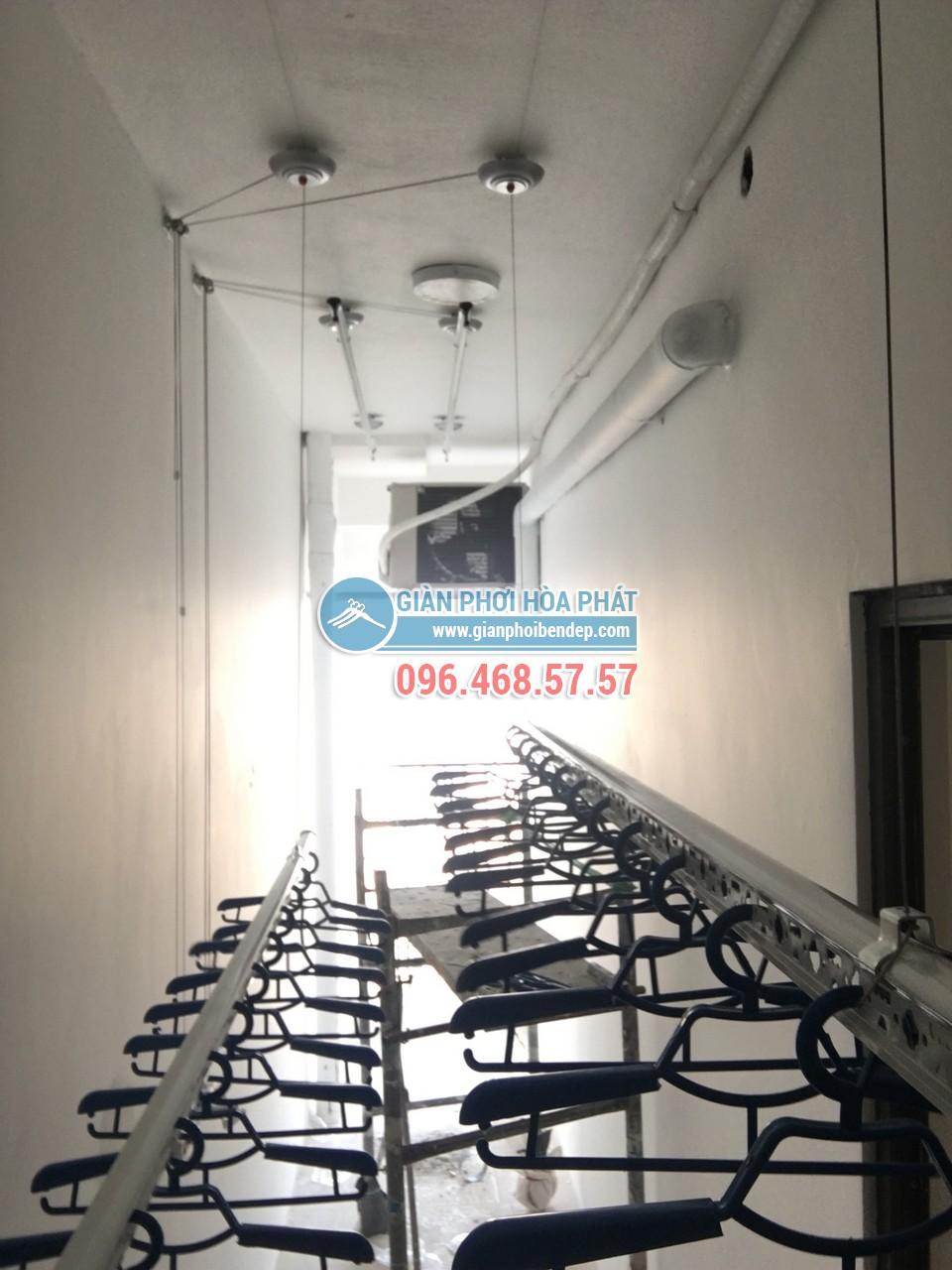 Lô gia dài hẹp thêm tiện ích nhờ lắp đặt giàn phơi thông minh nhà chị Hòa, Golden West - 06