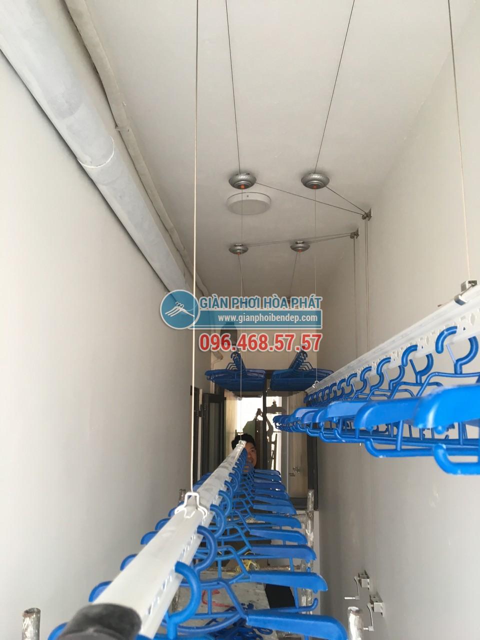 Lô gia dài hẹp thêm tiện ích nhờ lắp đặt giàn phơi thông minh nhà chị Hòa, Golden West - 05