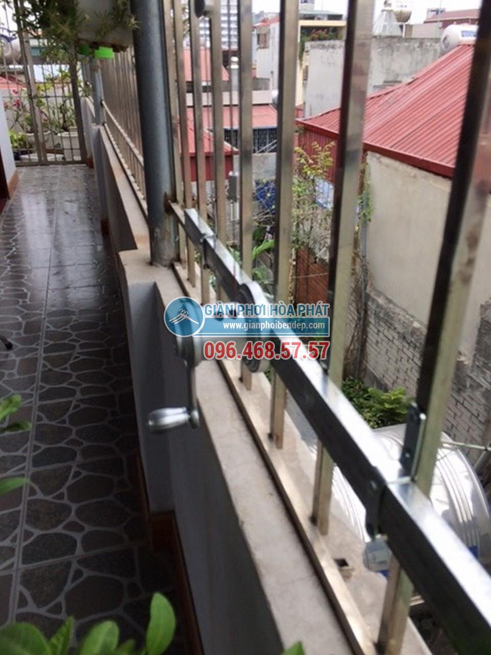 Sân phơi đẹp hiện đại nhờ lắp đặt giàn phơi thông minh nhà chị Hiền, ngõ 103 Thanh Nhàn - 01