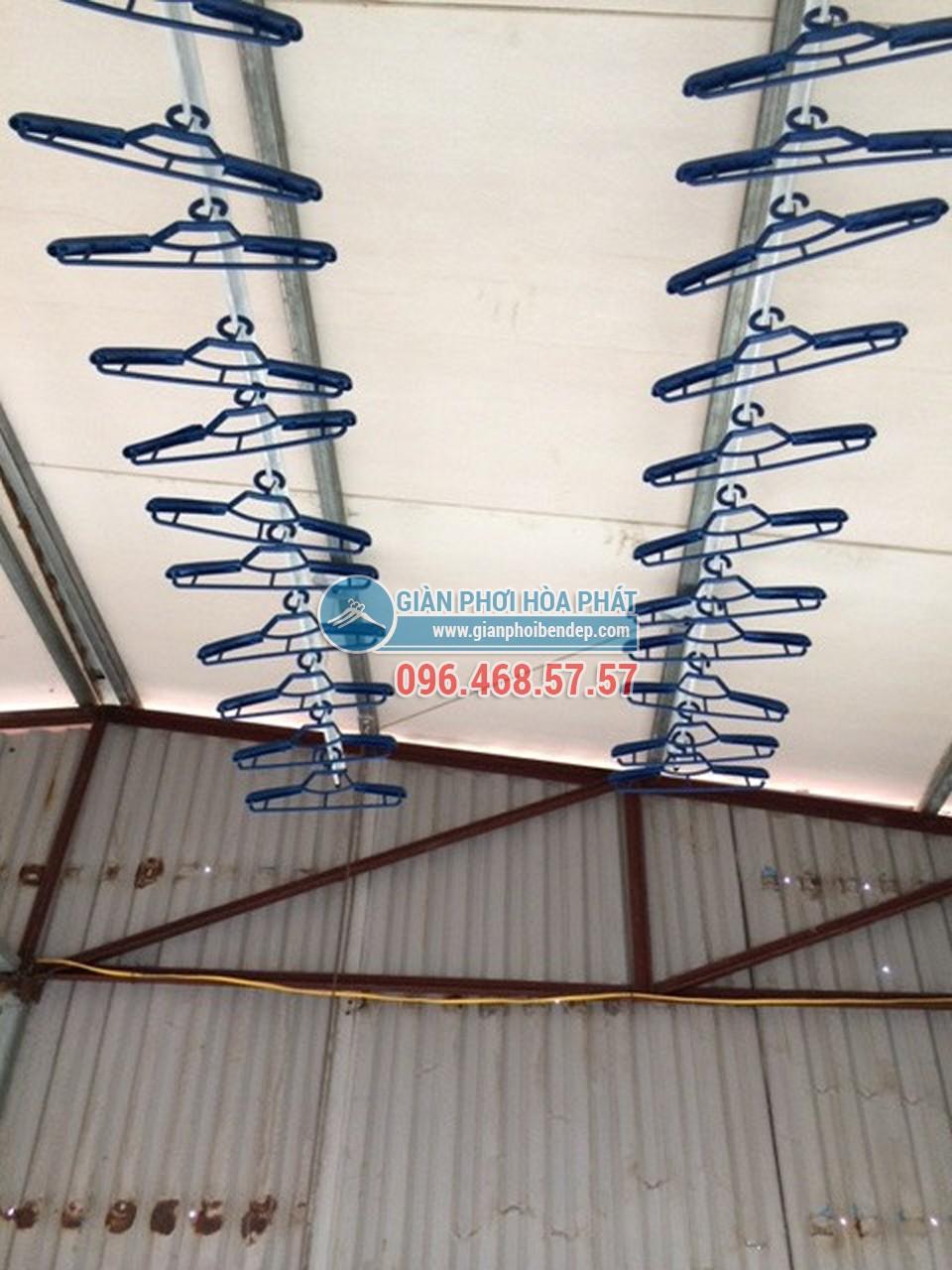 Sân phơi đẹp hiện đại nhờ lắp đặt giàn phơi thông minh nhà chị Hiền, ngõ 103 Thanh Nhàn - 02