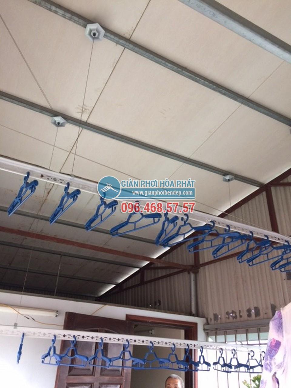 Sân phơi đẹp hiện đại nhờ lắp đặt giàn phơi thông minh nhà chị Hiền, ngõ 103 Thanh Nhàn - 03