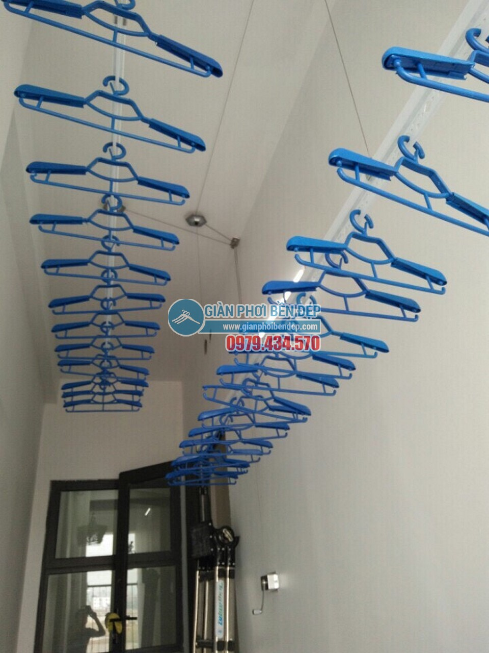 Tăng tiện ích khoảng lô gia với giàn phơi thông minh như nhà chị Hồng, HH2 Dương Nội - 03
