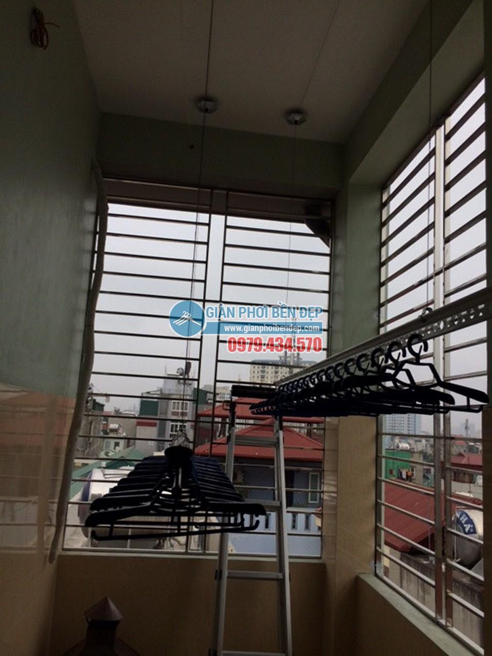 Toàn cảnh sân phơi với giàn phơi thông minh nhà chị Thảo, ngõ 177/18 Định Công - 06