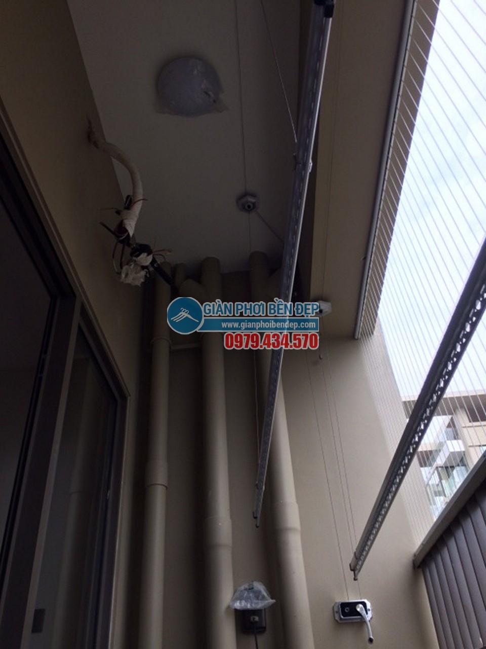 Hoàn thiện lắp đặt giàn phơi thông minh tại ban công nhà chị Mai, Home City - 02