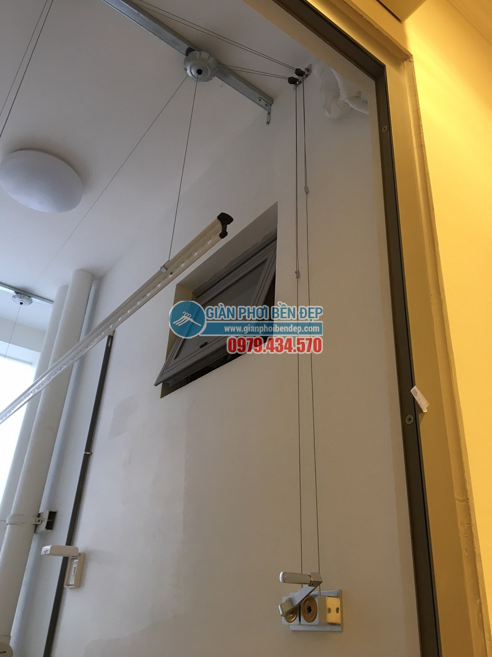 Hoàn thiện lắp đặt giàn phơi thông minh và lưới an toàn nhà chị Minh, tòa Park Hill 8 - 01