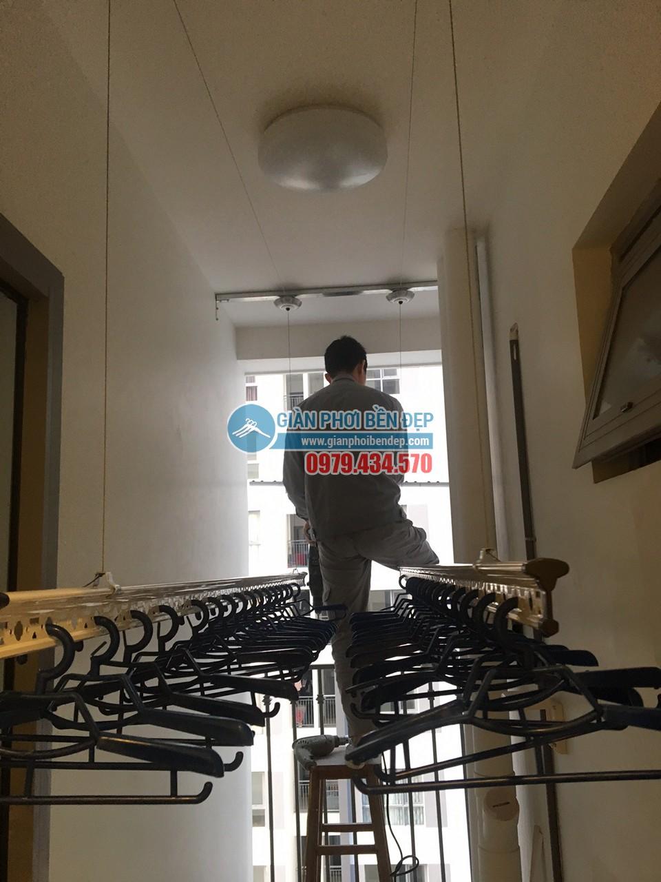 Hoàn thiện lắp đặt giàn phơi thông minh và lưới an toàn nhà chị Minh, tòa Park Hill 8 - 04