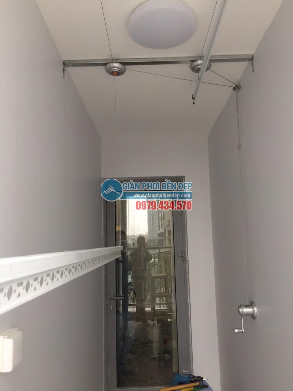 Lắp đặt giàn phơi thông minh để lô gia được gọn gàng như nhà chị chị Hà, tòa Park 3, Park Hill - 04