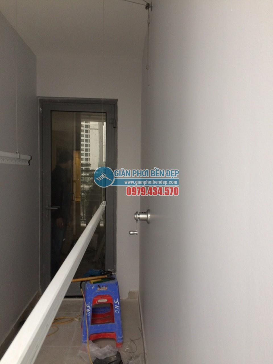 Lắp đặt giàn phơi thông minh để lô gia được gọn gàng như nhà chị chị Hà, tòa Park 3, Park Hill - 03