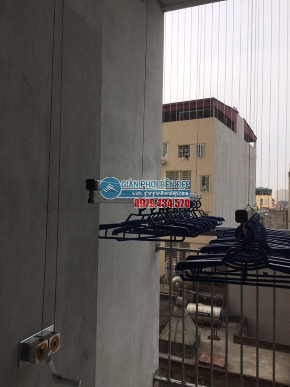 Sân phơi gọn gàng với giàn phơi thông minh của nhà chị Tâm, ngõ 90 Chính Kinh - 07