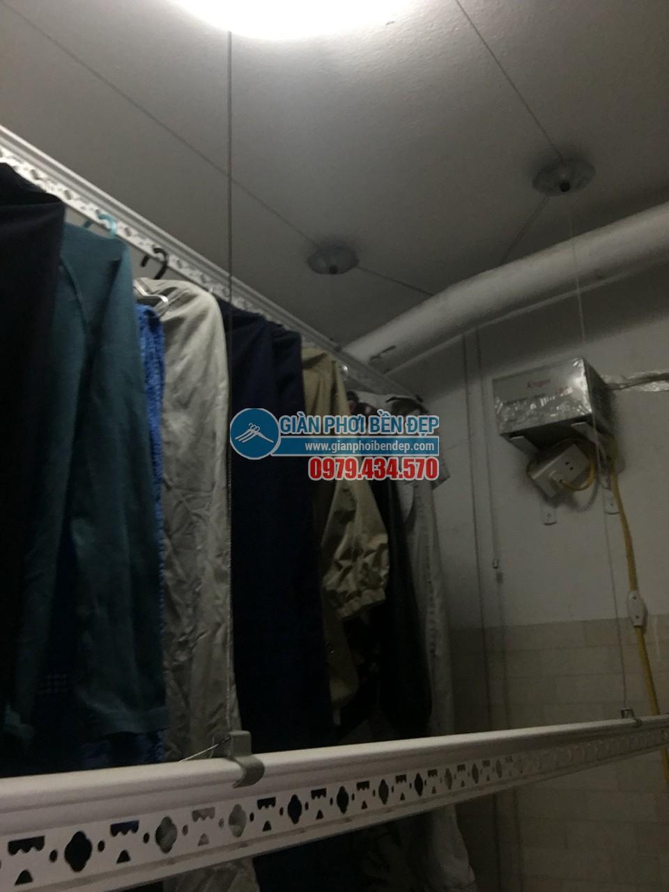 Sửa giàn phơi thông minh bị đứt dây cáp nhà cô Nhã, chung cư CT12 Kim Văn, Kim Lũ - 02