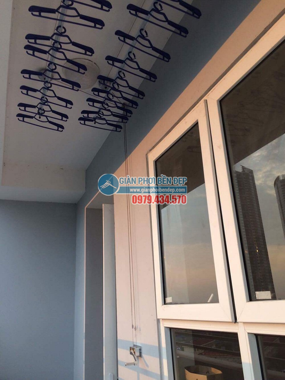 Ngắm ban công đẹp hiện đại nhà chị Thanh, chung cư A14A1 Nam Trung Yên - 03
