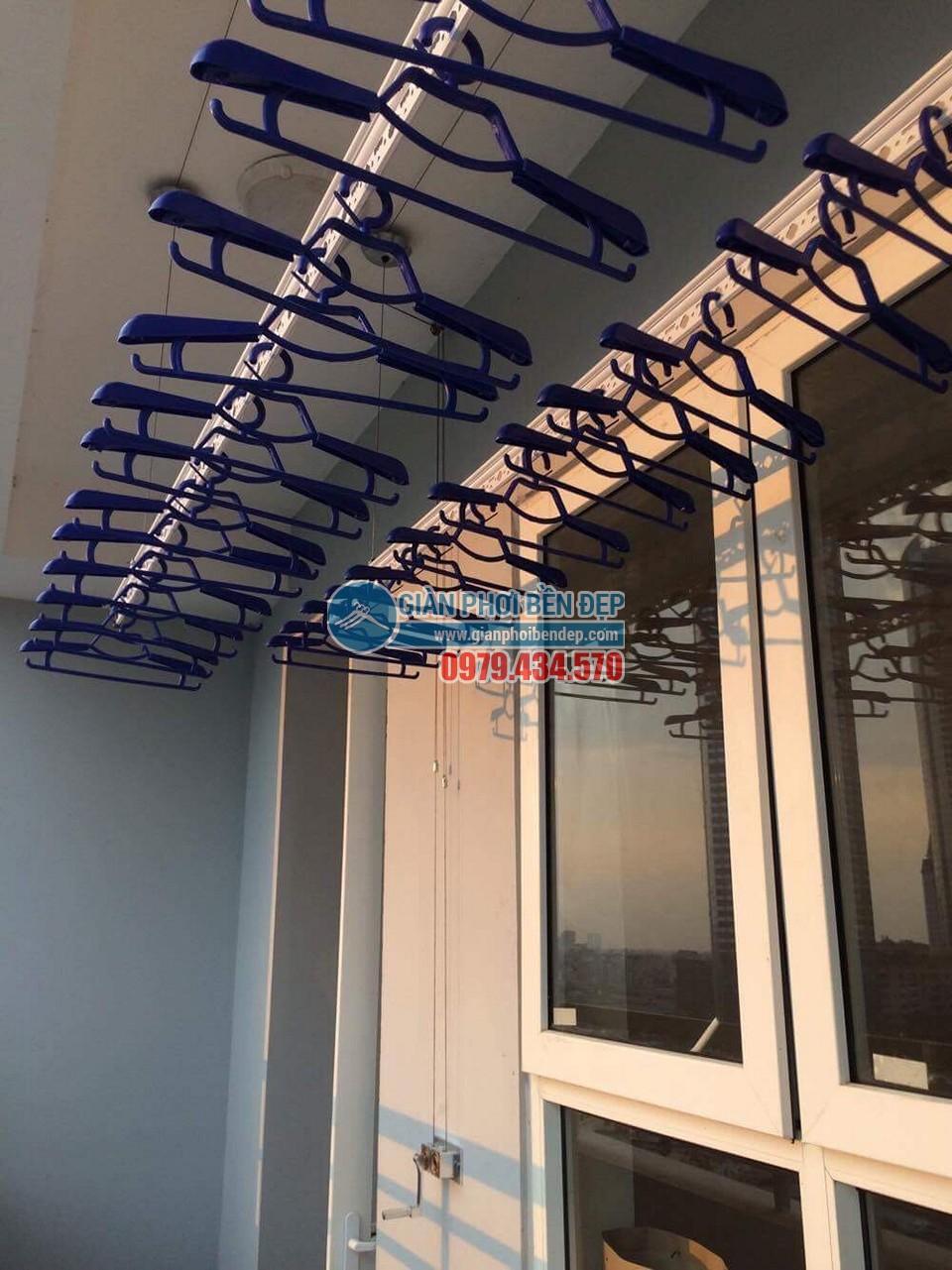 Ngắm ban công đẹp hiện đại nhà chị Thanh, chung cư A14A1 Nam Trung Yên, Nguyễn Chánh