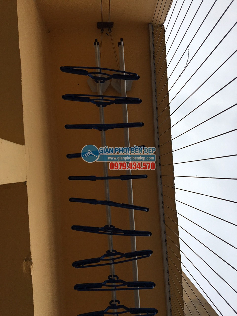 Lắp đặt giàn phơi thông minh tại nhà chị Ngoan, ngõ 58 Vũ Trọng Phụng - 03