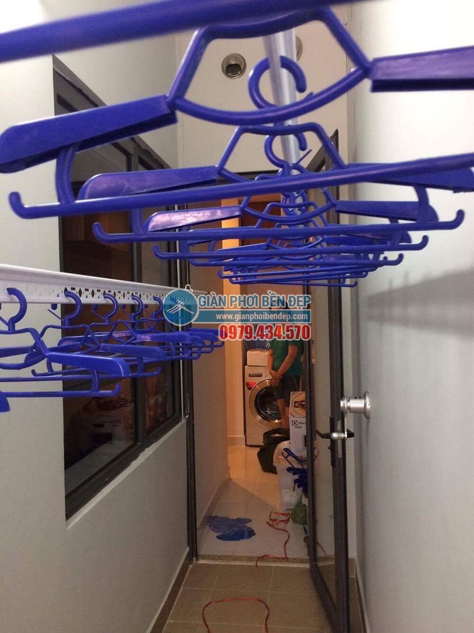 Lô gia thêm tiện ích nhờ lắp đặt giàn phơi thông minh nhà cô Hoa - 06