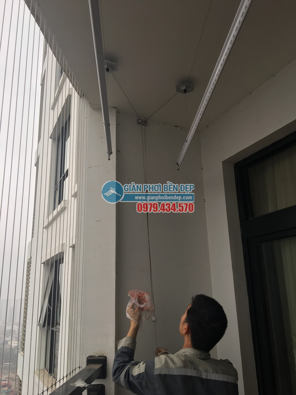 Lắp đặt giàn phơi đồ thông minh, hiện đại nhà chị Hiền, Royal City - 03