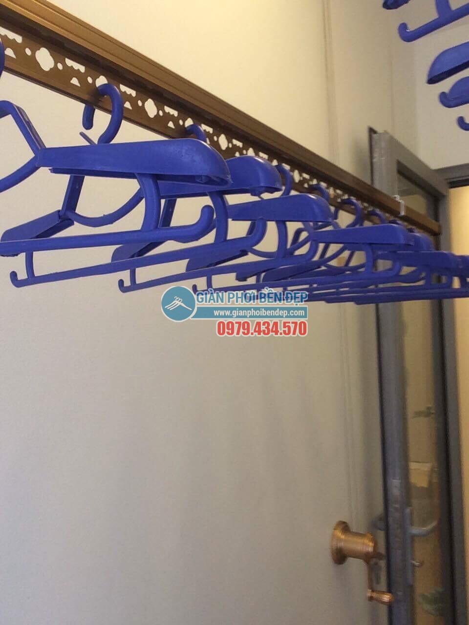 Lô gia đẹp sang trọng với bộ giàn phơi thông minh GPTM900 nhà chị Hà, Park Hill