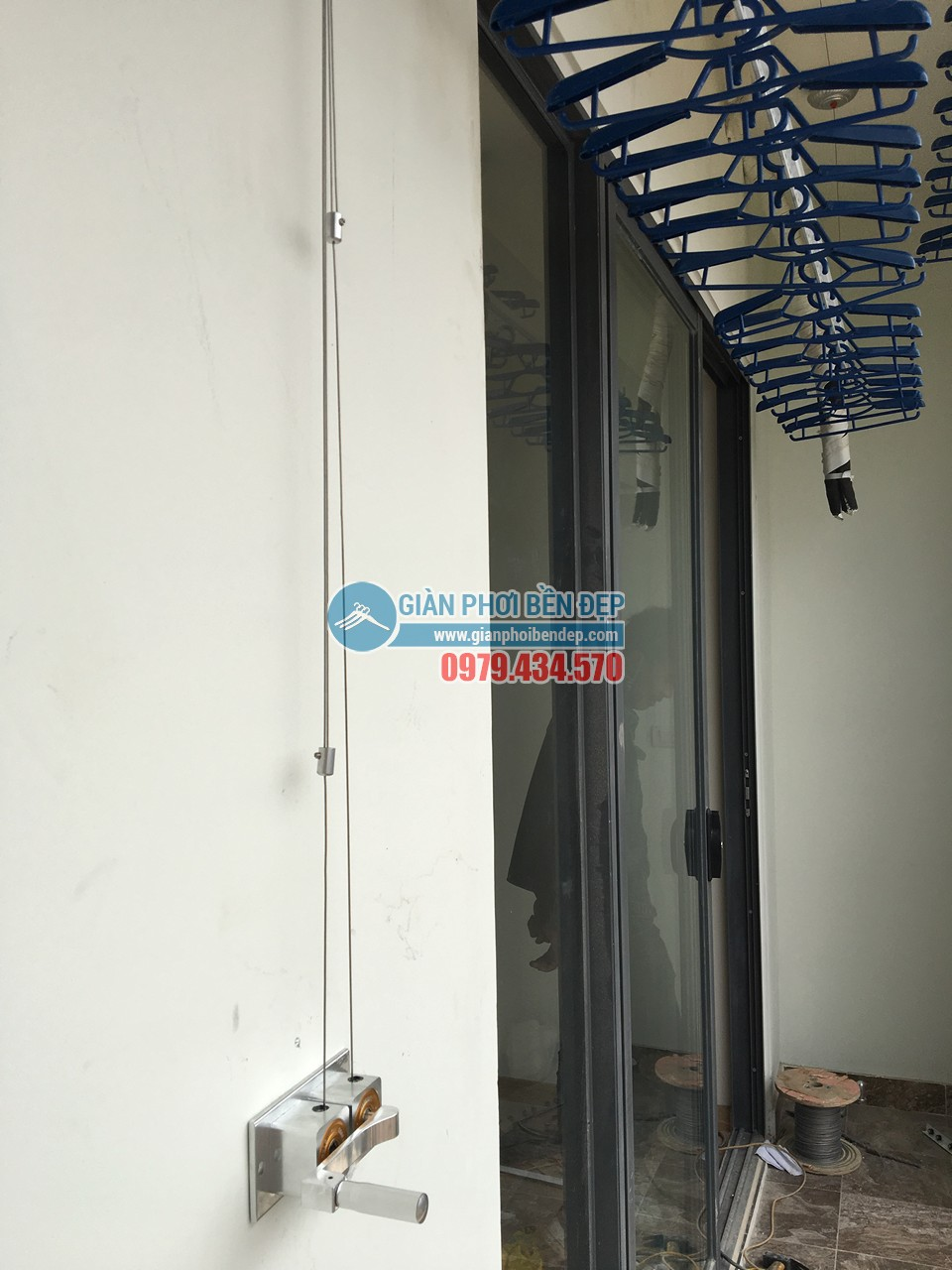 Lắp đặt giàn phơi thông minh tại ban công nhà chị Hiền, Ecolife Tây Hồ - 02