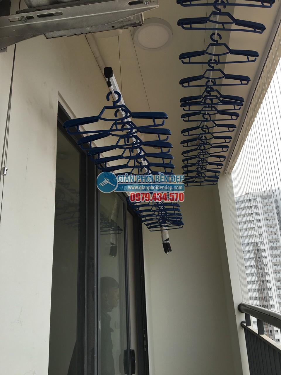 Lắp đặt giàn phơi thông minh tại ban công nhà chị Hiền, Ecolife Tây Hồ