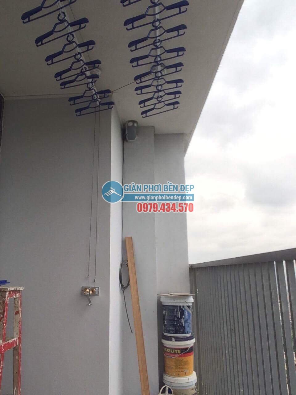 Lắp đặt giàn phơi thông minh tại ban công nhà chị Linh, New Skyline Văn Quán - 05