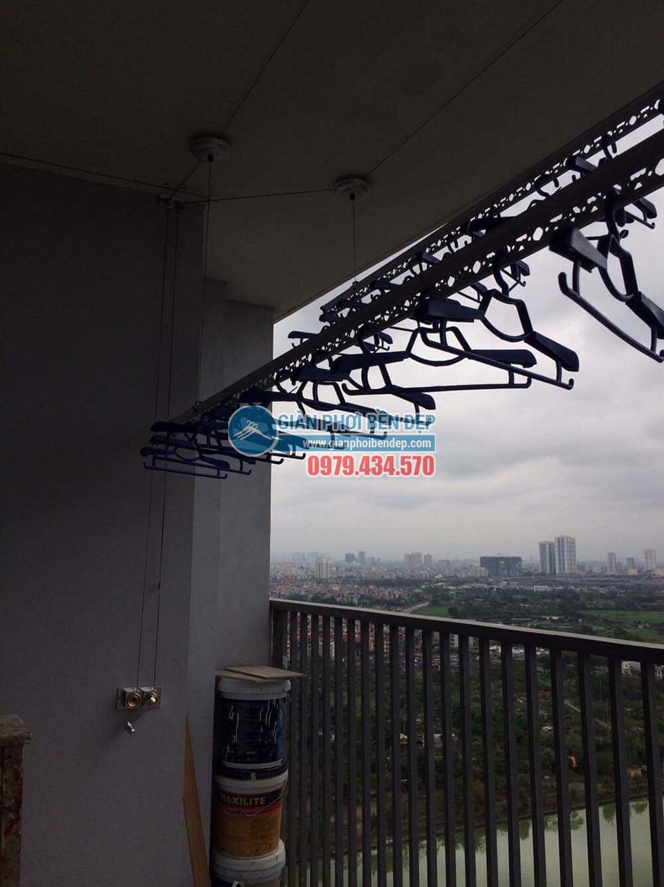 Lắp đặt giàn phơi thông minh tại ban công nhà chị Linh, New Skyline Văn Quán - 06