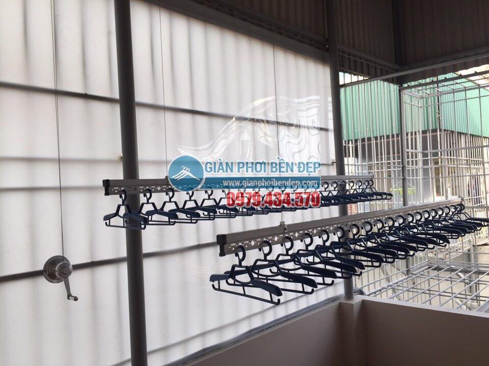 Lắp bộ giàn phơi thông minh cao cấp ở trần mái tôn nhà chị Hòa, ngõ 38 Ngô Quyền