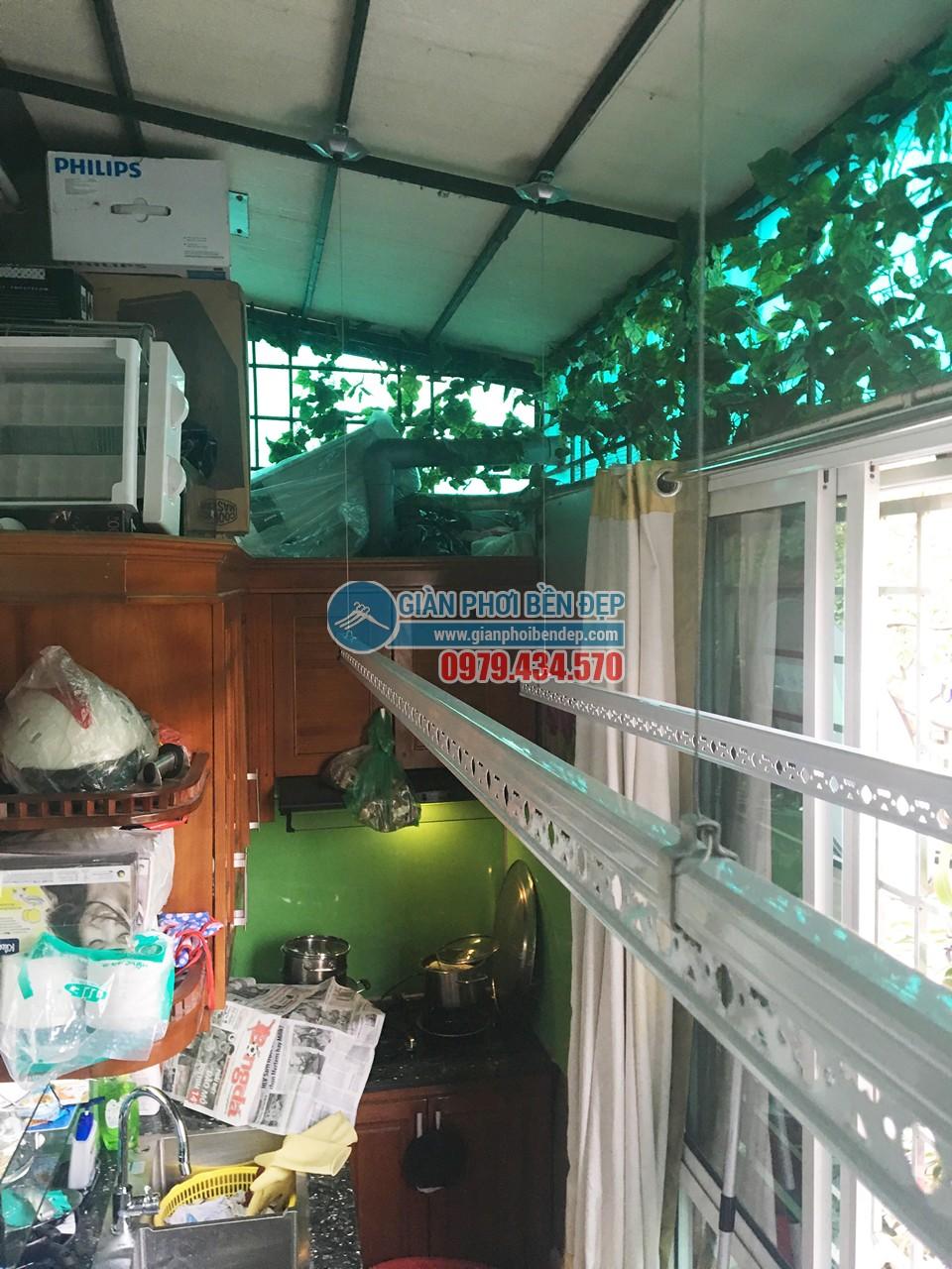 Lắp giàn phơi thông minh tại nhà bếp kín đồ đạc nhà chị Lan, Hàng Giấy