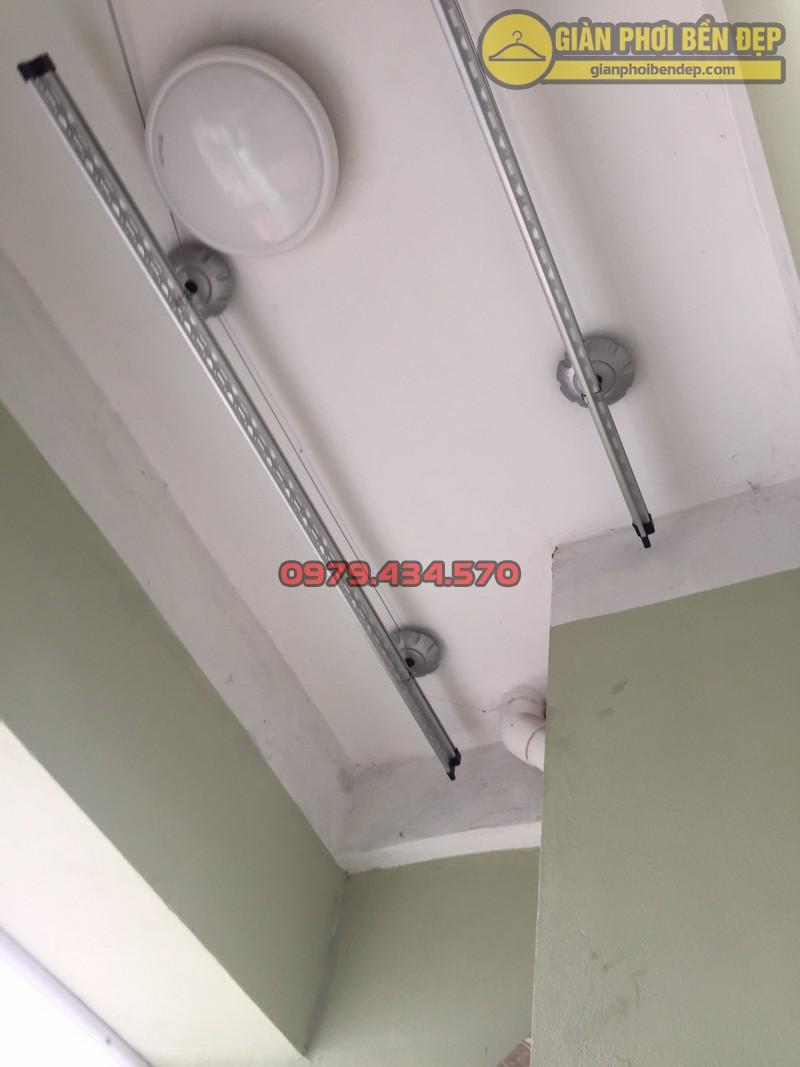 Lắp giàn phơi thông minh tại ban công có cục nóng điều hòa nhà chị Hòa chung cư Vinaconex 7 -01