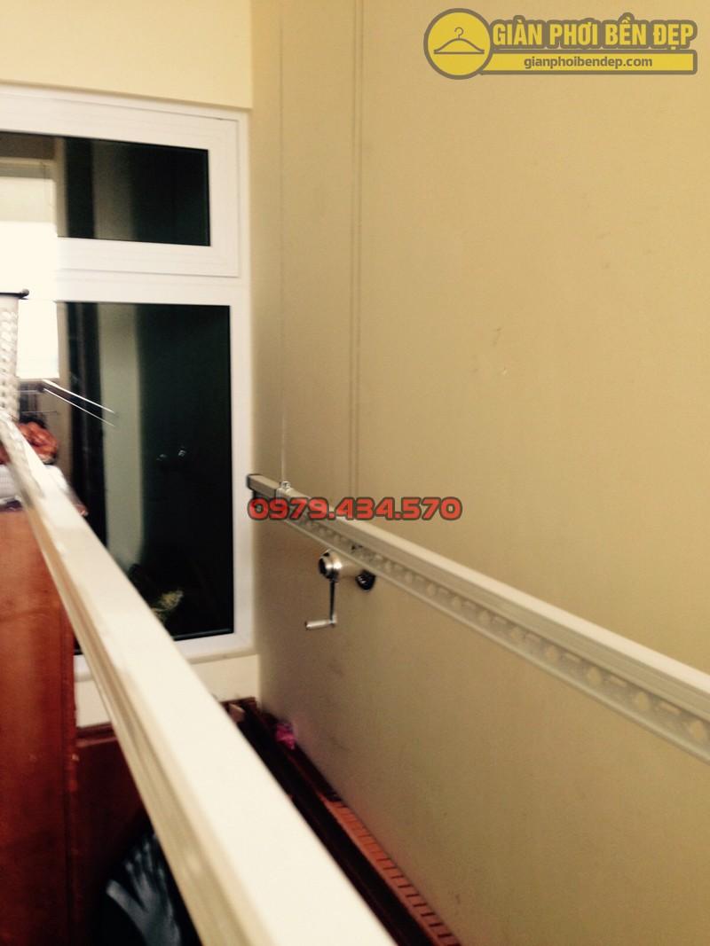Lắp giàn phơi kết hợp lưới an toàn ban công nhà anh Quý tòa tháp A, chung cư Hòa Bình Green-02