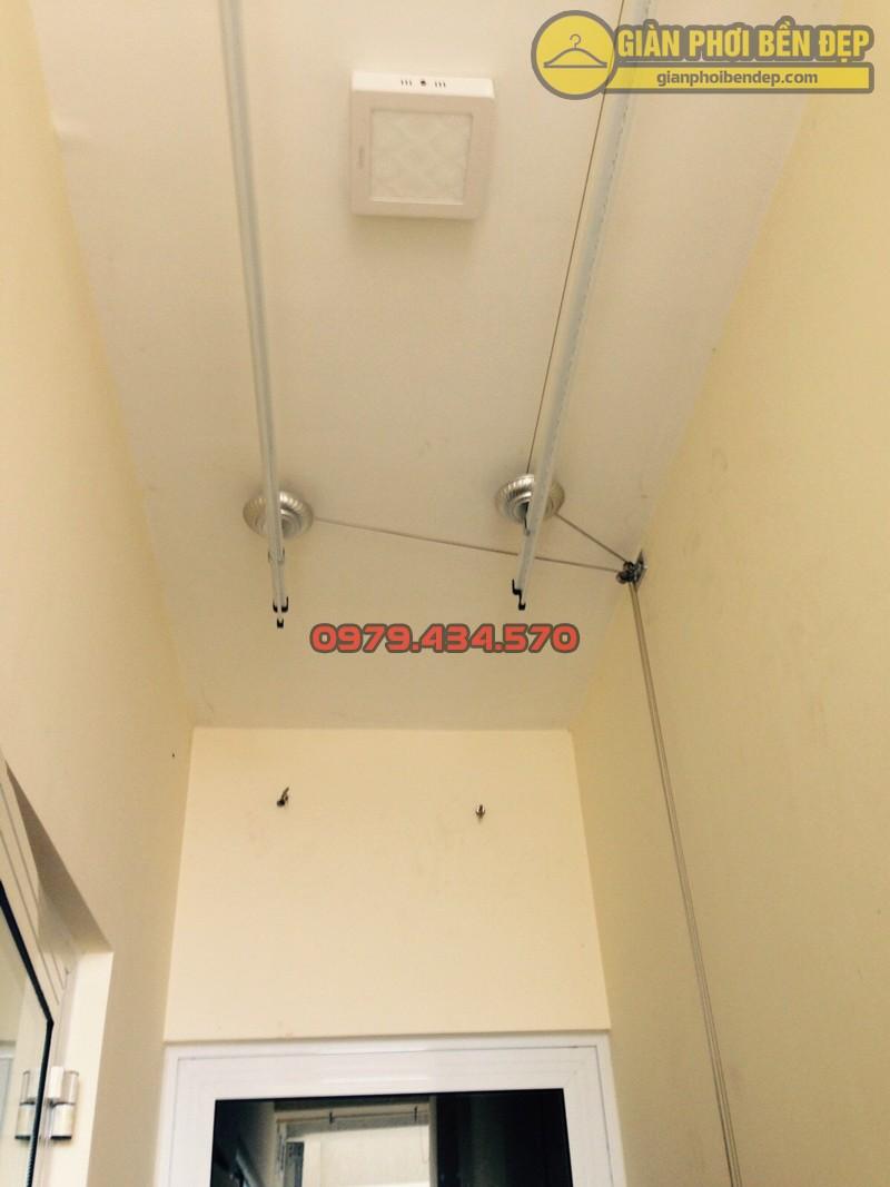 Lắp giàn phơi kết hợp lưới an toàn ban công nhà anh Quý tòa tháp A, chung cư Hòa Bình Green-03