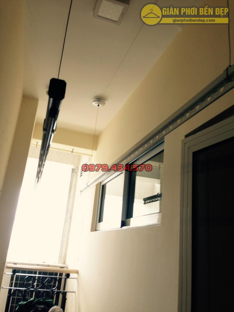Lắp giàn phơi kết hợp lưới an toàn ban công nhà anh Quý tòa tháp A, chung cư Hòa Bình Green-04