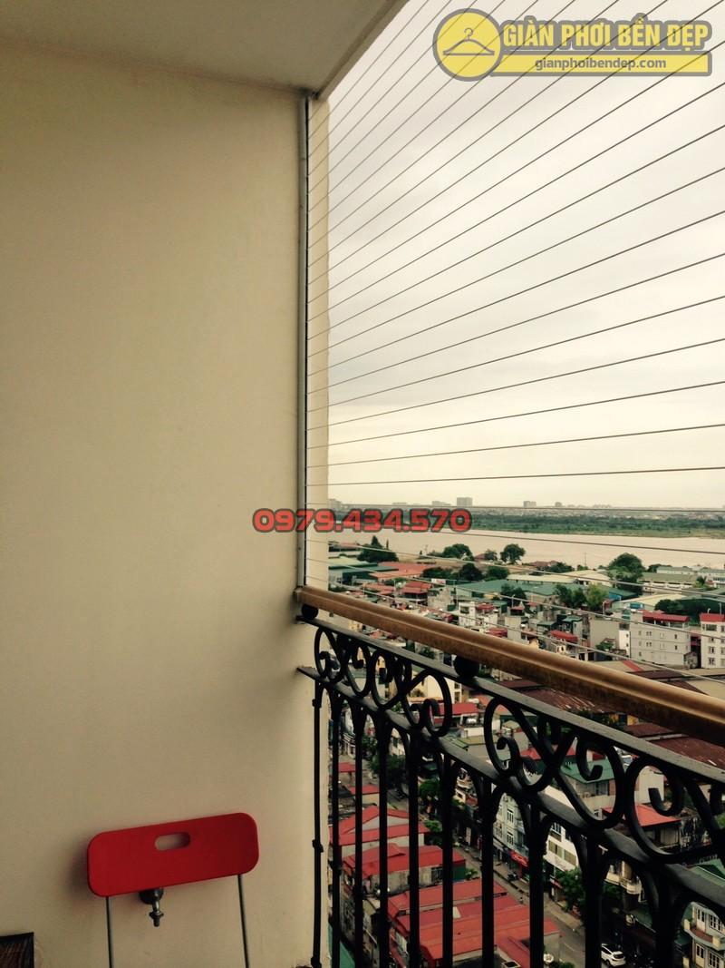 Lắp giàn phơi kết hợp lưới an toàn ban công nhà anh Quý tòa tháp A, chung cư Hòa Bình Green-05