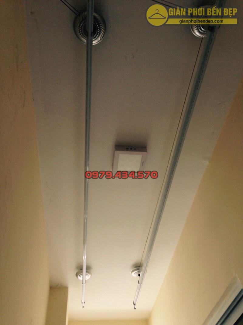 Lắp giàn phơi kết hợp lưới an toàn ban công nhà anh Quý tòa tháp A, chung cư Hòa Bình Green-06