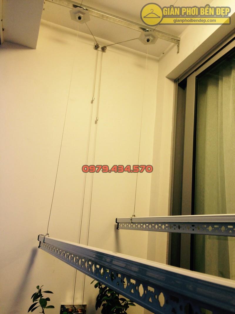 Ngắm giàn phơi thông minh kết hợp lưới an toàn ban công nhà chị Linh Park 3-01